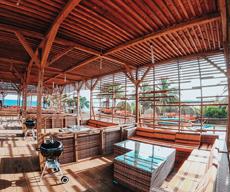 沖縄県那覇市でバーベキューならコージービーチ。手ぶらでバーベキューするならカバナエリア